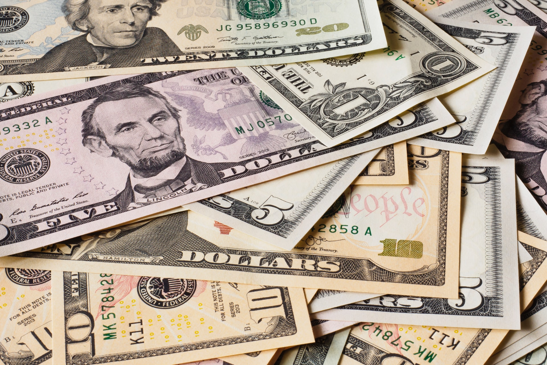 📈 Hedge funds bet on dollar rise